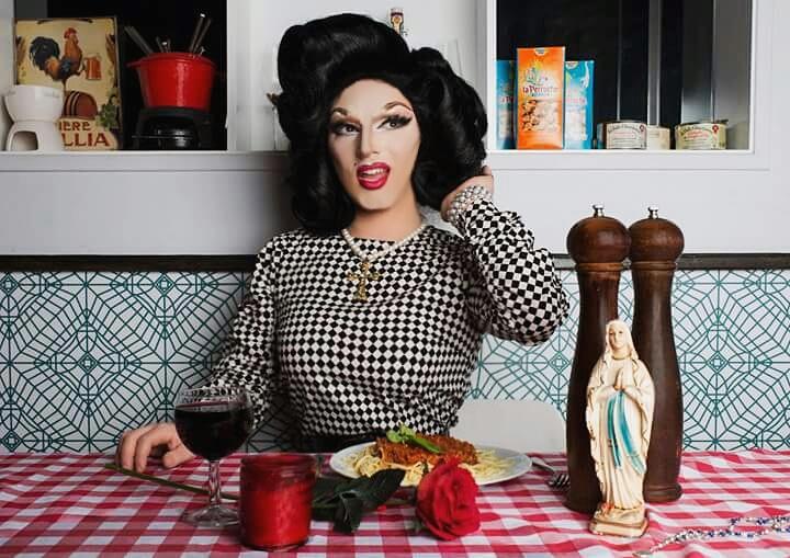 """Tarptautinė """"drag"""" žvaigždė Alyssa Van Delle: kaip religingas sicilietis virsta seksualia moterimi?"""