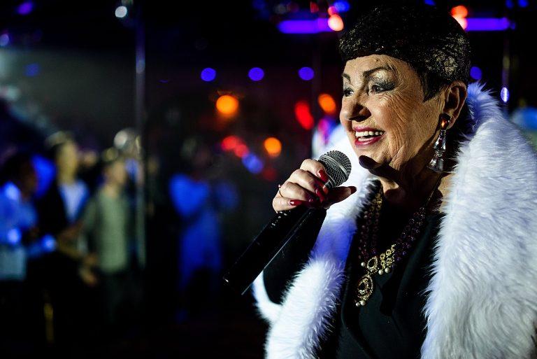 Dešimtmetį per Kalėdas gėjų klube koncertuojanti Birutė Dambrauskaitė ten jaučiasi sava