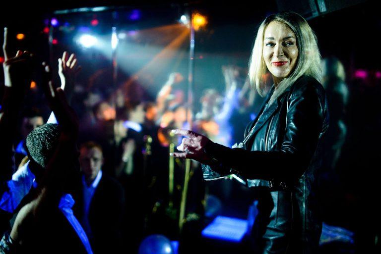 Dešimtąjį gimtadienį švenčiantį gėjų klubą Vilniuje sveikino Džordana Butkutė